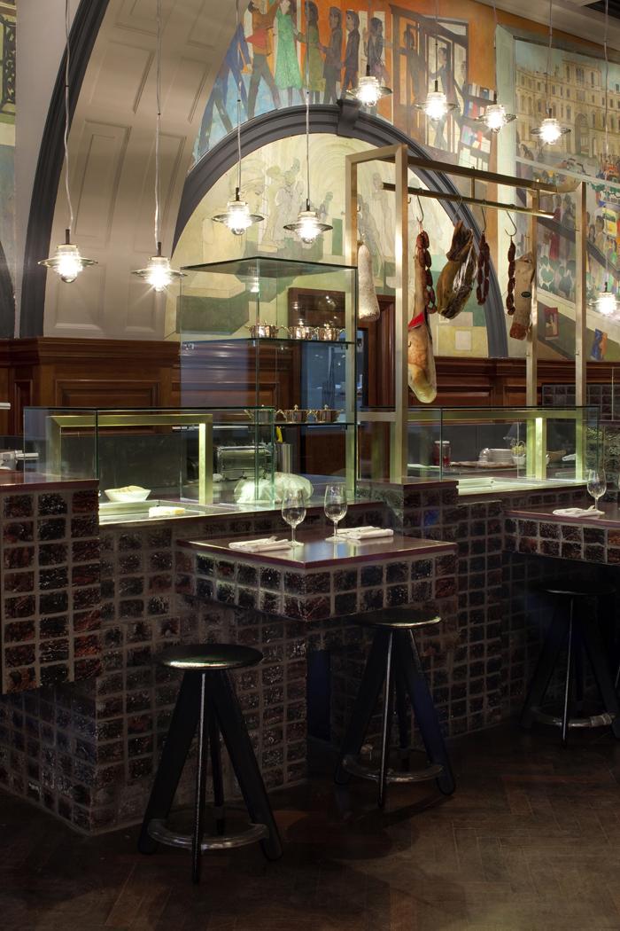 q2xro-interior-design-tom-dixon-restaurant-at-the-royal-academy-london (1) low