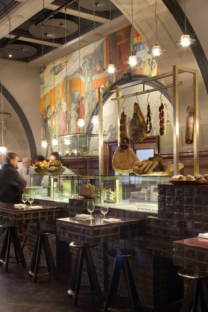 q2xro-interior-design-tom-dixon-restaurant-at-the-royal-academy-london (7) low